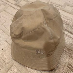 NWT Authentic Burberry Bucket Hat in Style Now!